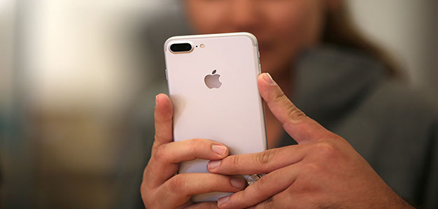 'Disgruntled Apple Employee' Leaks Details of iPhone X and iOS 11 Software…