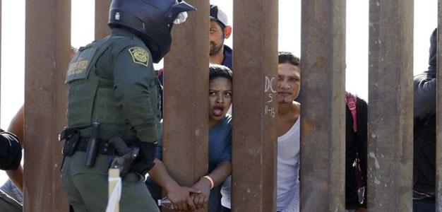 Over 400 Migrants Cross Border, Surrender to Border Patrol in Texas…