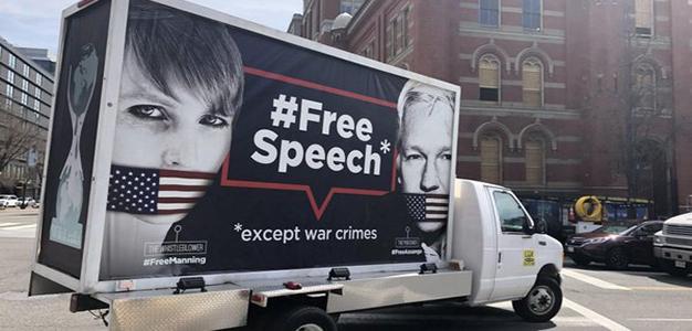 Chelsea_Manning_Julian_Assange