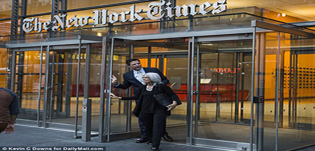 Former_FBI_director_James_Comey_leaves_The_New_York_Times