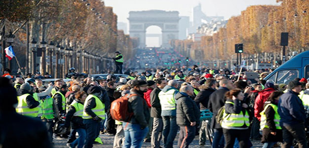 280,000 Protest Fuel Tax in France…