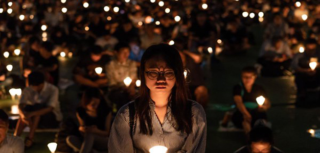 Hong_Kong_Candlelight_Vigil_Tiananme_Square_626