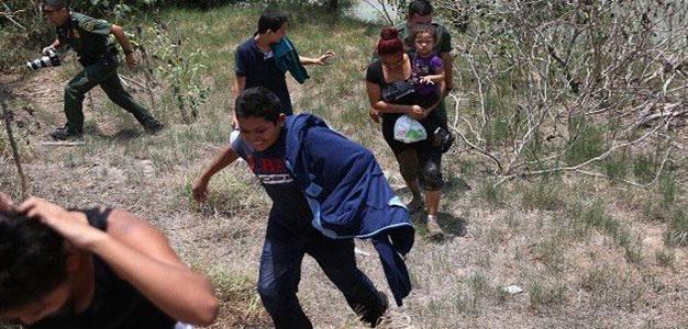 Illegal_Immigrants_Crossing_US_Border
