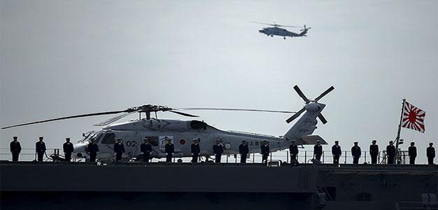 Japanese_Military_Izumo_Chopper_Thomas_Peter_Reuters