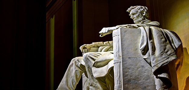 Lincoln_Memorial_HDR_side_view_at_night
