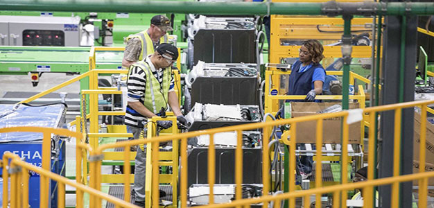 Manufacturing_workers_AP_Sean_Rayford