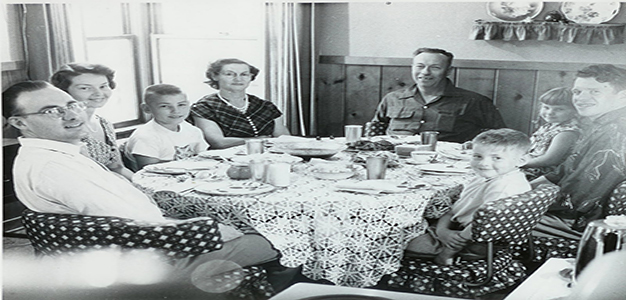 Middle_Class_American_Family_1950s