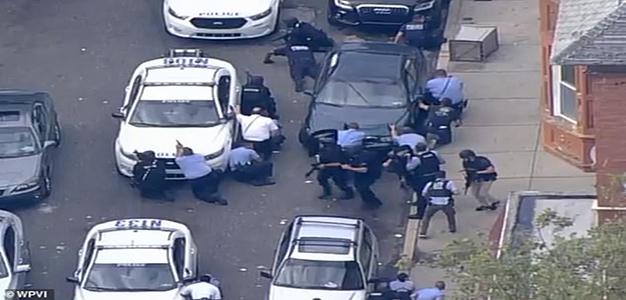 Philadelphia_Police_Take_Cover_WPVI