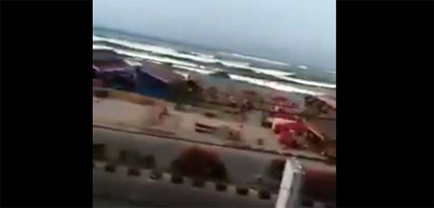 Shocking Footage Shows Moment #Tsunami Waves Hit Palu, Indonesia…