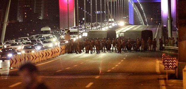 Turkey_Military Blocking All Traffic Into Istanbul_3