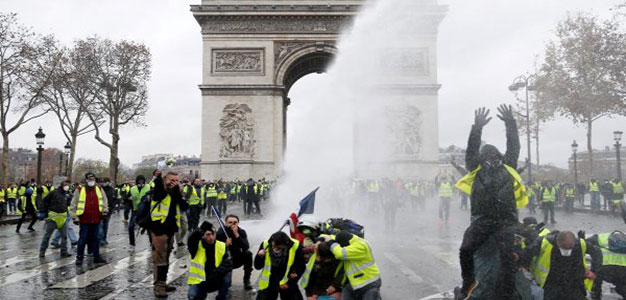 "Macron Folds: France Suspends Fuel Tax Hike After ""Yellow Vest"" Riots…"
