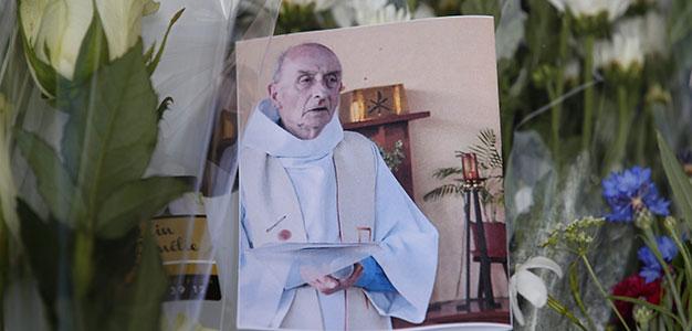 ct-france-priest-killed-20160727