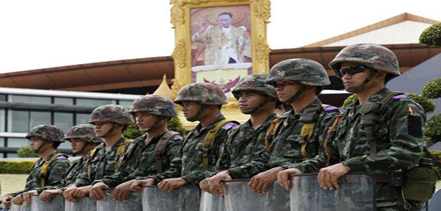 thai-army-martial-law-20140520